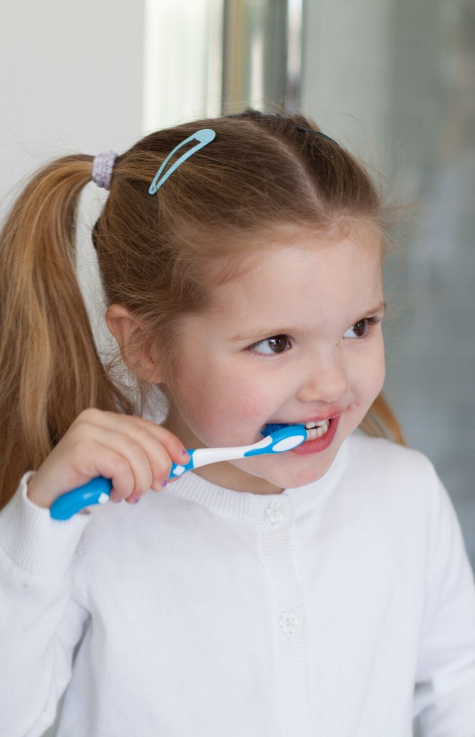 Safe+Sound Health's kids toothbrush with timer in blue