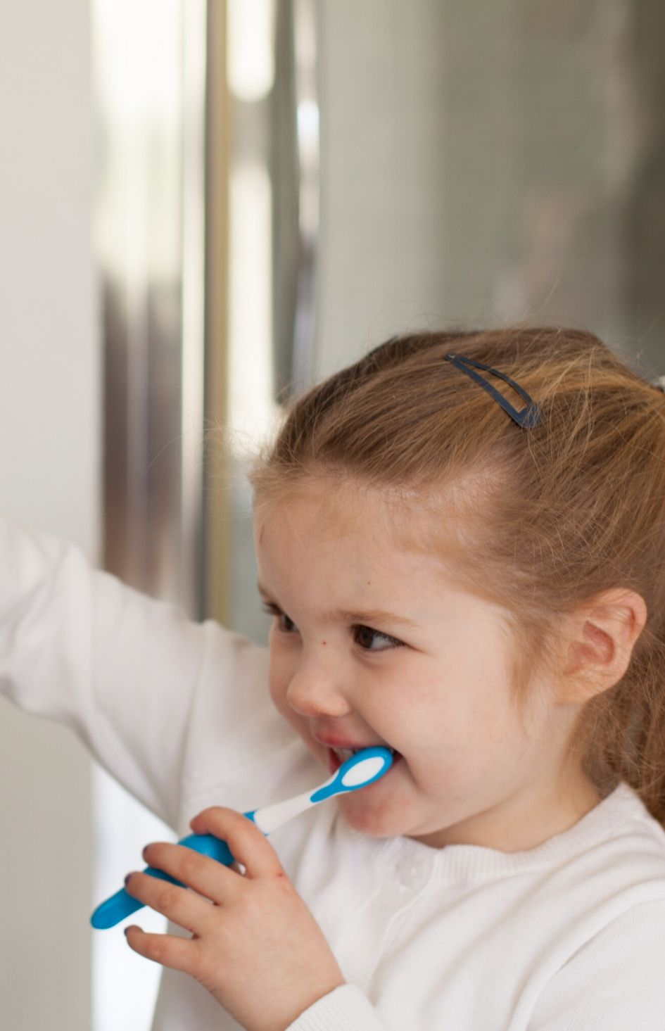 Safe and Sound Health Children's toothbrush with timer in blue
