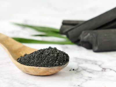 The benefits of active charcoal for your teeth & skin