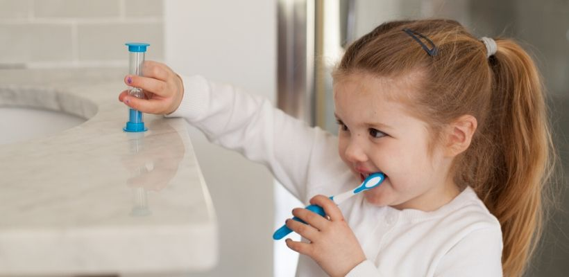 Safe and Sound Health's Children's Toothbrush with Timer help to start a good oral hygiene and encourages children to brush their teeth for the dentist recommended two minutes